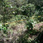 Los cadáveres de las hermanas Carbajal estaban semienterrados en un predio del cantón El Limón, Comasagua. Foto vía Twitter Lilibeth Sánchez