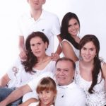 El licenciado Aquiles Delgado, acompañado por su familia, que fue la mayor prioridad en su vida. Foto EDH/ Cortesía