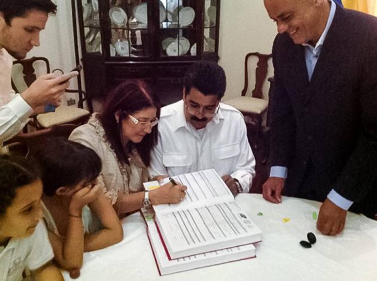 """Maduro y Flores se casaron en un matrimonio oficiado por el alcalde de Caracas, Jorge Rodríguez.Maduro detalló que la ceremonia fue un """"evento familiar"""", donde solo estuvieron presente sus hijos y nietos. FOTOS EDH / EFEVista área de la mansión donde"""