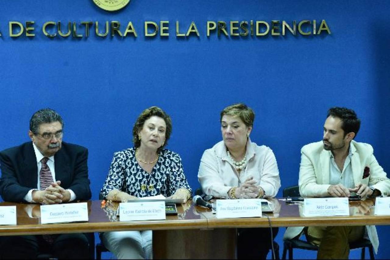 Leonor Guirola de Llach (izq.), presidenta de Ayúdame a Vivir, invitó a presenciar este gran recital. Foto EDH / Omar Carbonero