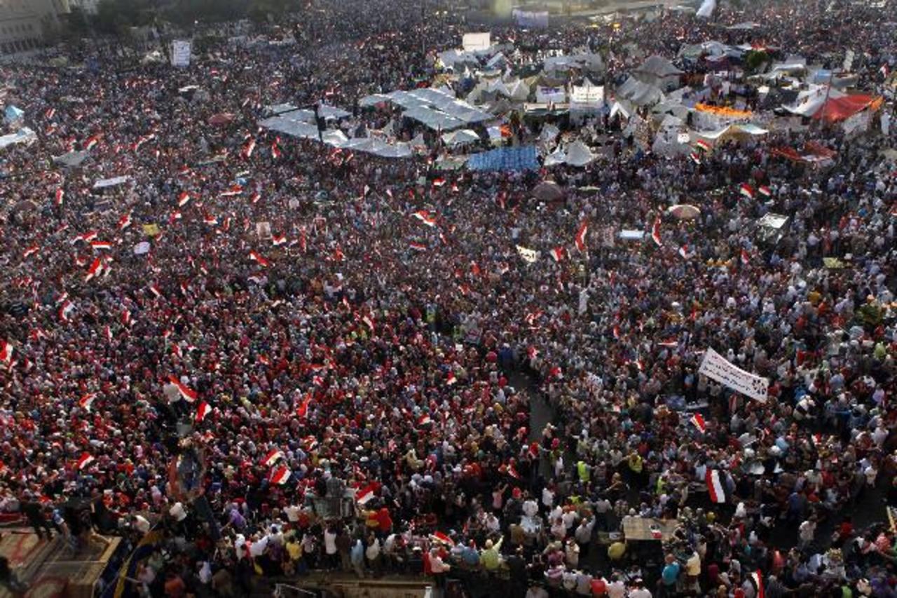 Siete personas murieron en enfrentamientos entre partidarios y opositores del presidente islamista. Foto/ Reuters