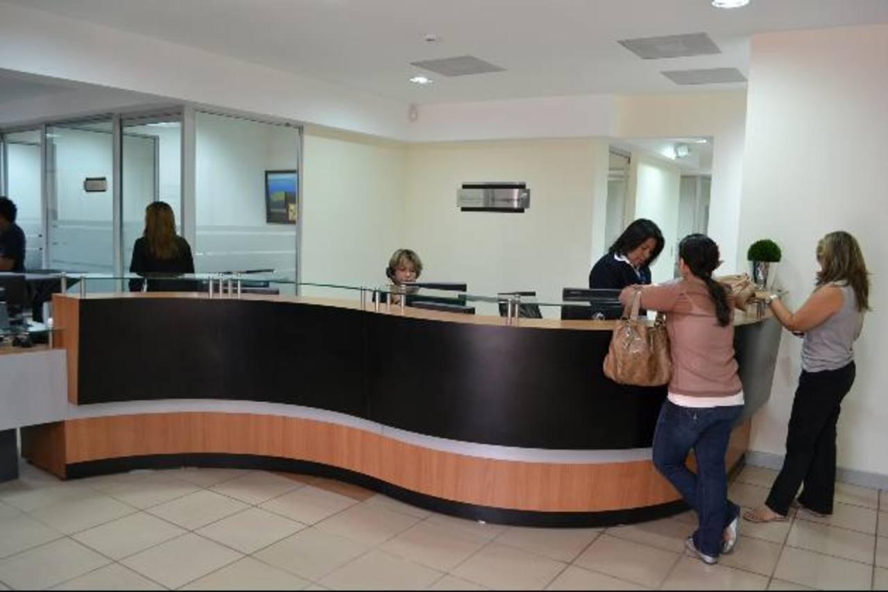 Las transferencias bancarias serían gravadas con un impuesto, según la propuesta gubernamental. / edh Archivo