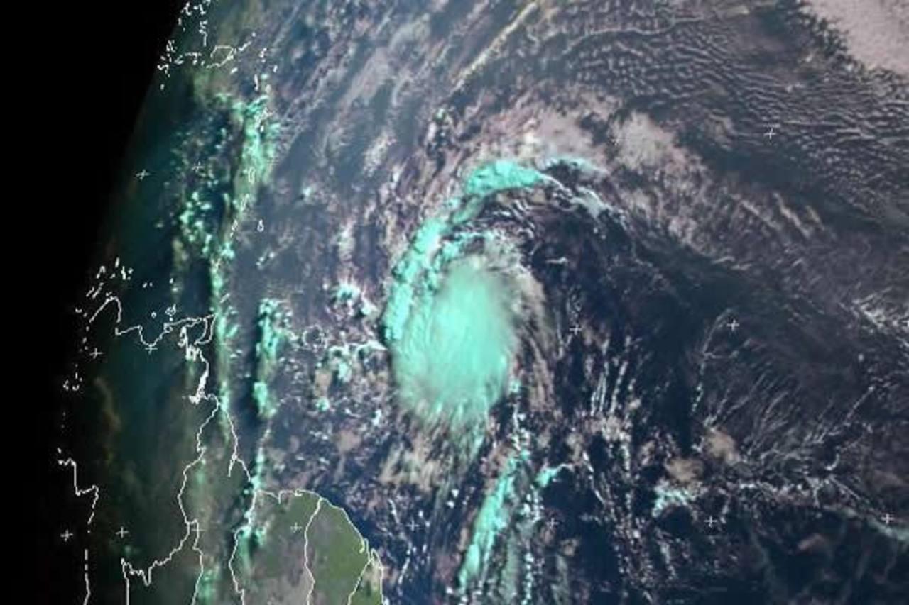 Pie de foto texto espacio para textoxto espacio para texto pi texto pie fotdsfsf. Foto NOAA NHC CIMSS