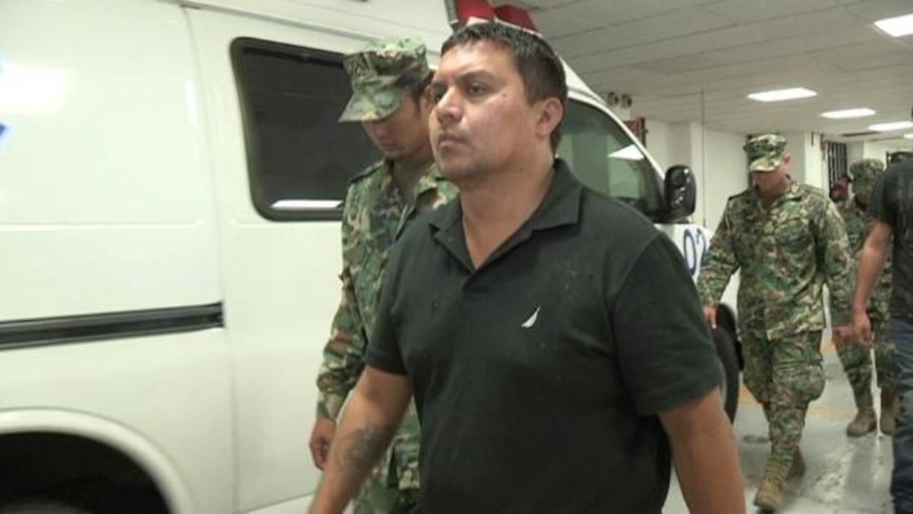 Miguel Ángel Treviño Morales (frente), alias Z-40, máximo jefe de Los Zetas, fue detenido la madrugada del lunes cerca de la ciudad de Nuevo Laredo, México. foto edh / efe