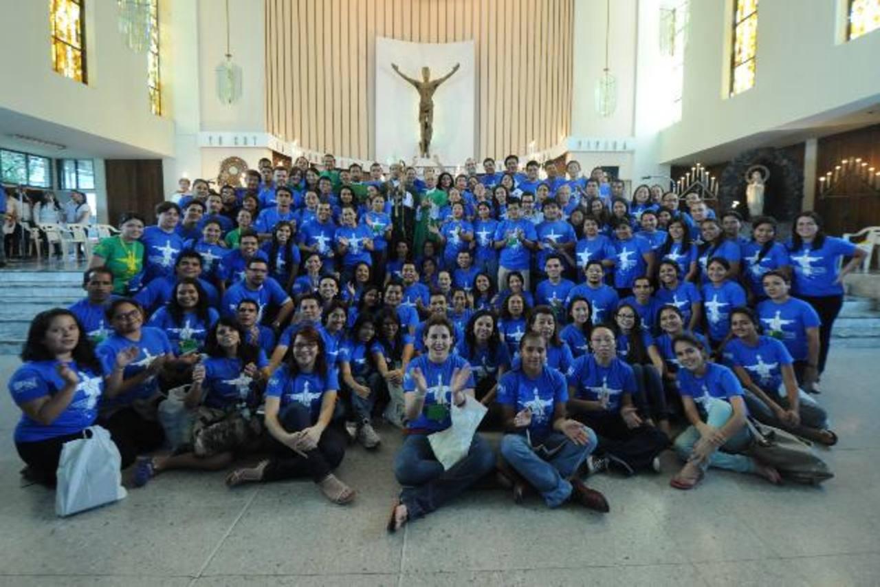 Los jóvenes que viajarán este día perteneces a de diversas iglesias y movimientos católicos.