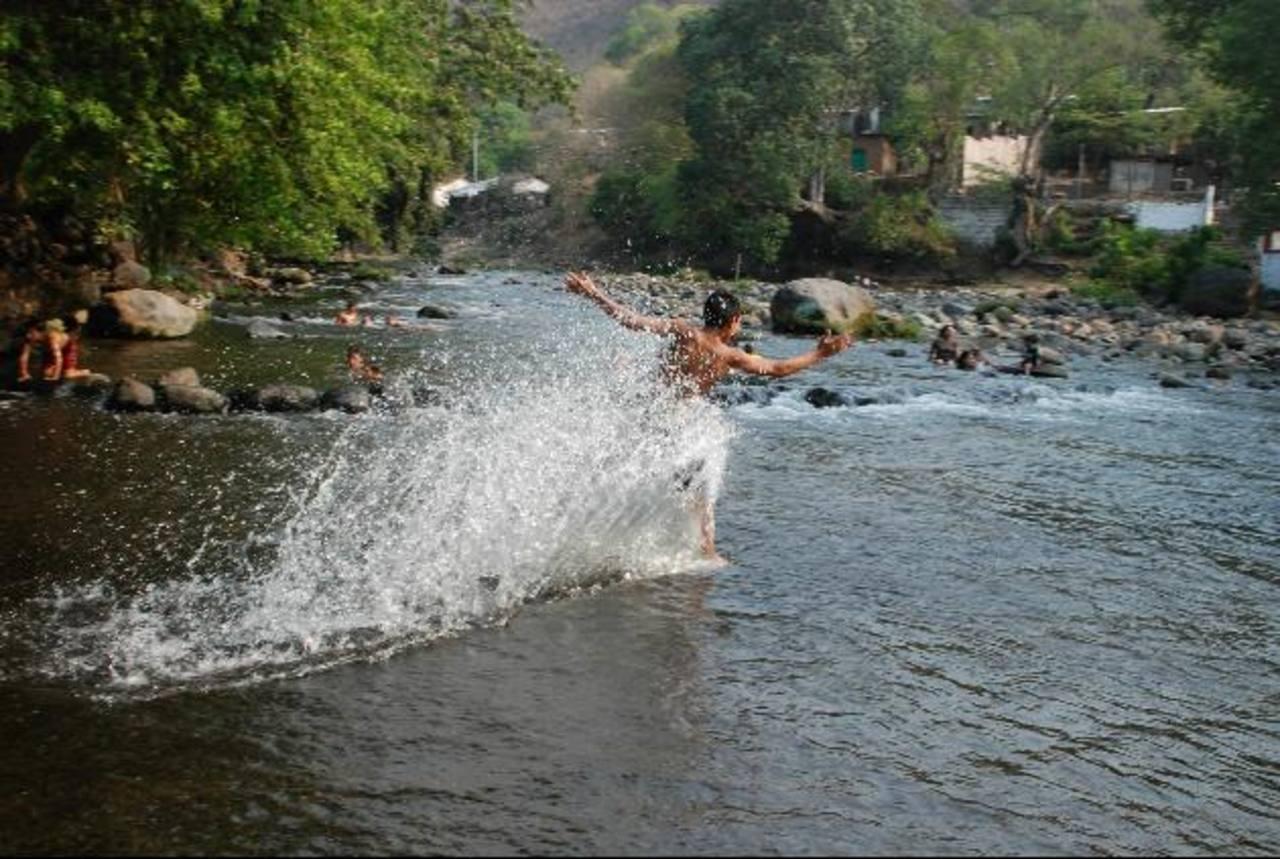 El agua es fundamental para el desarrollo del ser humano y la transformación de materias primas. Foto EDH/ archivo