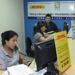 Empleados del Punto de Atención Ciudadana (PAC) de la Alcaldía de San Salvador, que ayuda a los salvadoreños en el exterior a realizar sus trámites referentes al Estado Familiar, como paso previo para la obtención del Documento Único de Identidad (DU