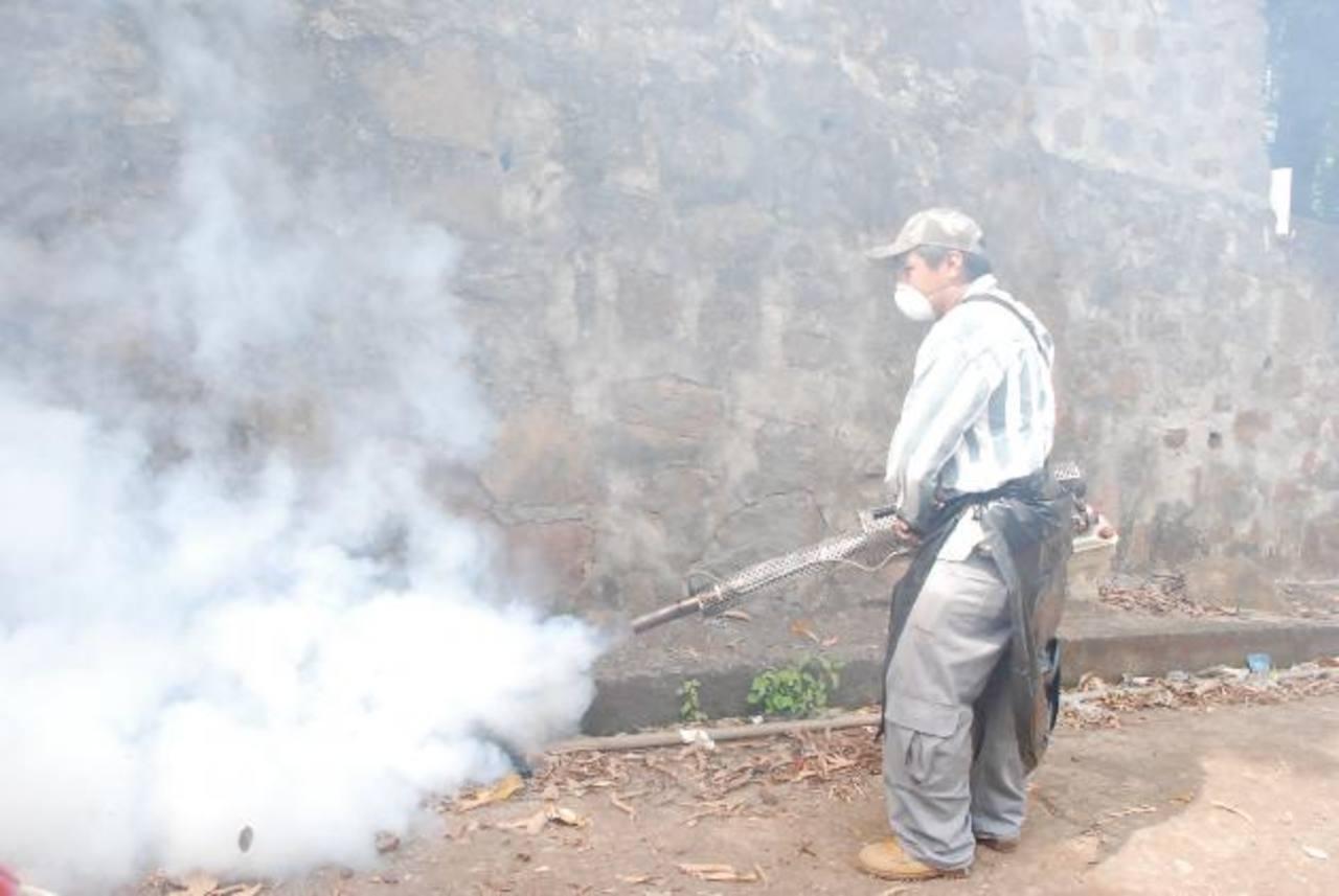 Las autoridades piden a la ciudadanía colaborar para eliminar los criaderos de zancudos en Conchagua.