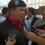 Grupo de excombatientes protestaron frente a Catedral. FOTO EDH /Jorge Beltrán