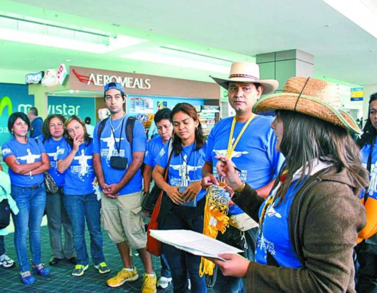 Sandra Zamora, coordinadora del Grupo 1, brindó las instrucciones a la delegación y entregó las acreditaciones.