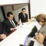 Arnoldo Jiménez, director ejecutivo; Jorge Daboub, presidente; y Javier Argueta, director asuntos legales de ANEP, presentaron los escritos. Foto EDH / Jorge reyes