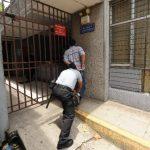 La CSJ no permite, desde ayer, la permanencia de reos en las celdas del edificio del Centro Judicial Isidro Menéndez. Foto EDH / Marlon Hernández