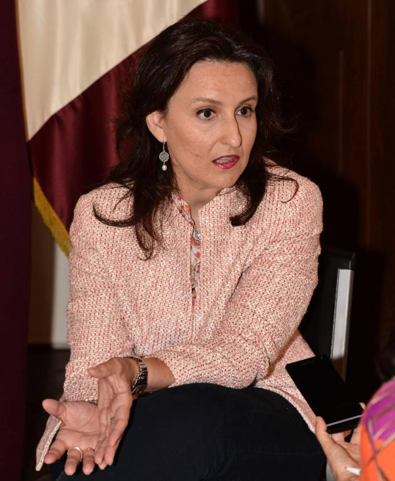 La sicóloga Esther López Zafra dicta cátedra en la Utec. Foto EDH / Omar carbonero