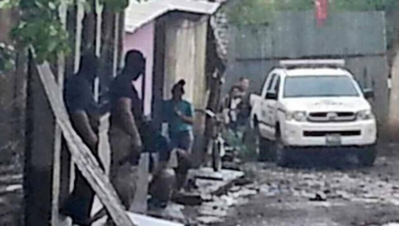 Escena en la que supuestos pandilleros rivales se enfrentaron a tiros y donde perdió la vida la pequeña de cuatro años.