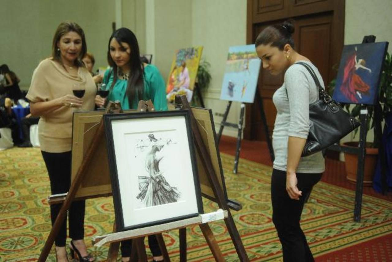 Coordinados por A. Crespín, en total participaron siete artistas salvadoreños con 10 obras cada uno. Foto EDH / lissette monterrosa