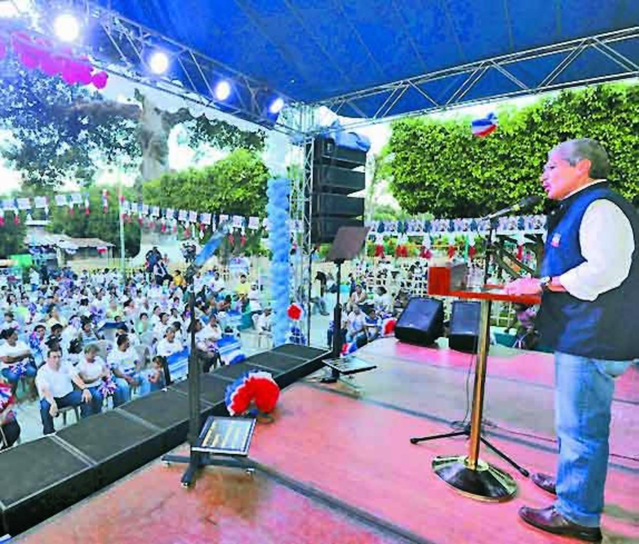 El candidato de ARENA se dirige a los más de 500 asistentes en San Cayetano Istepeque. Foto EDH / claudia castillo Salvador Sánchez Cerén dijo que se propondrá recuperar la agricultura del país. Foto EDH / Lissette Monterrosa