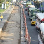 Tráfico vehicular sobre el Bulevar del Ejército por trabajos de construcción del carril segregado del Sitramss. foto edh / archivo
