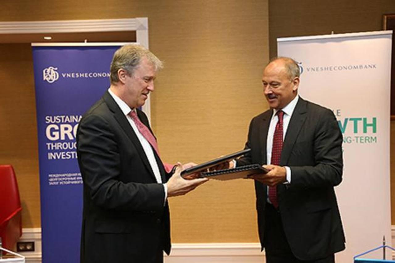 Nick Rischbieth, presidente BCIE, y Vladimir Dmitriev, presidente Vnesheconombank. Foto EDH /cortesía