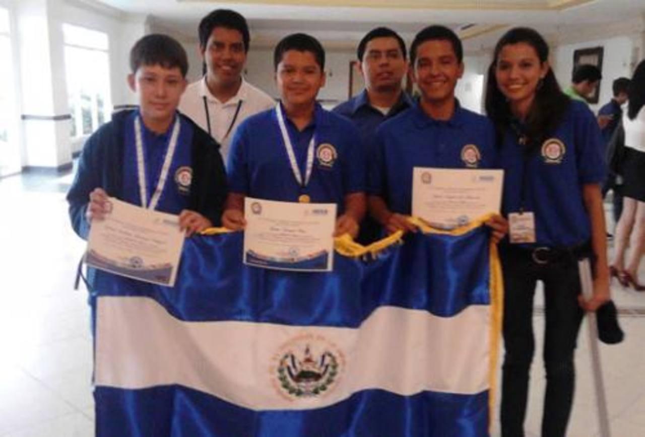 Delegación salvadoreña en la XV Olimpiada Centroamericana de Matemática. Foto EDH /cortesía
