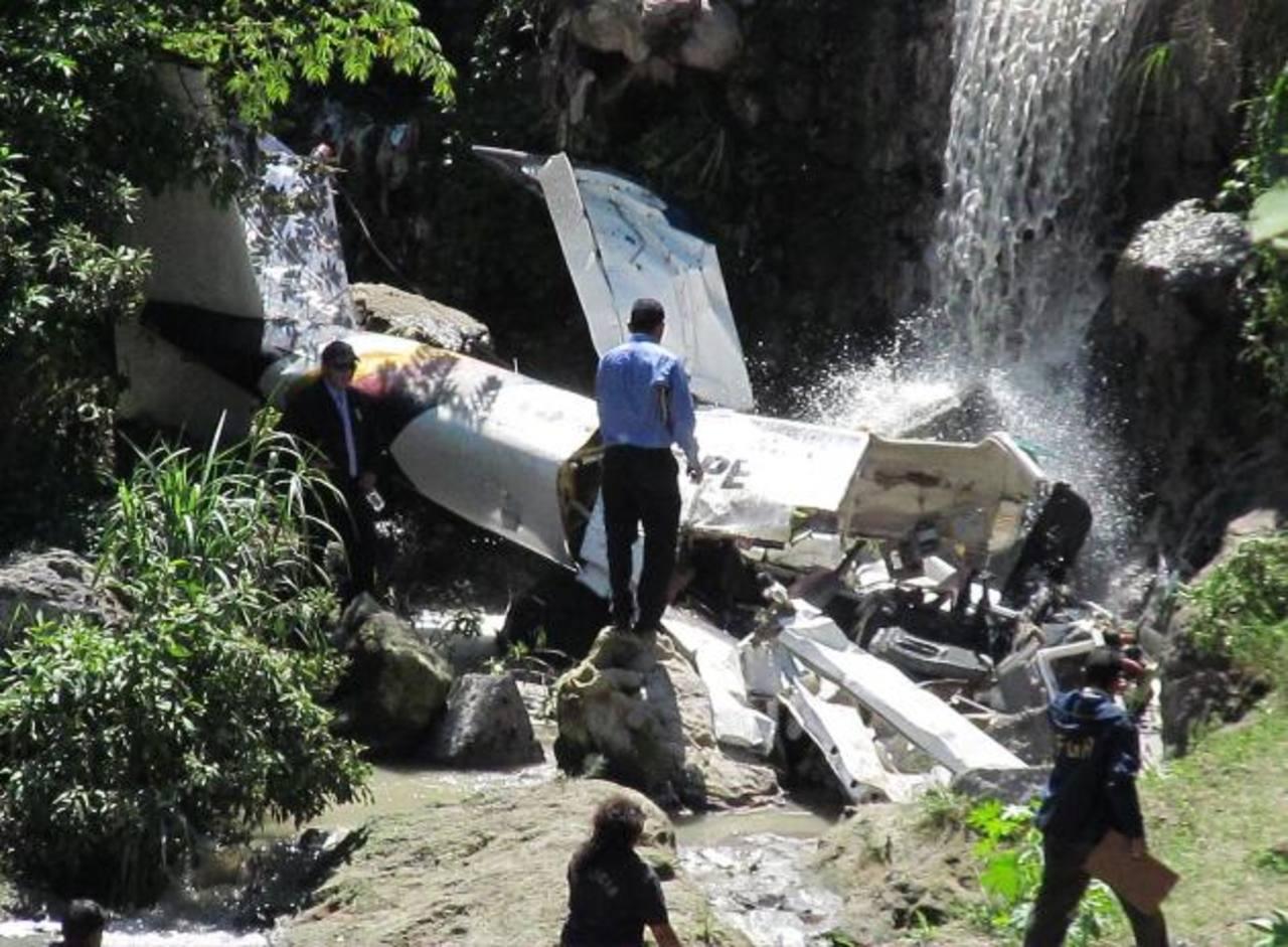 La avioneta cayó en una quebrada en Ilopango el 11 de julio de 2012, sus tres tripulantes, dos alumnos y un instructor, murieron. Foto EDH / Archivo.