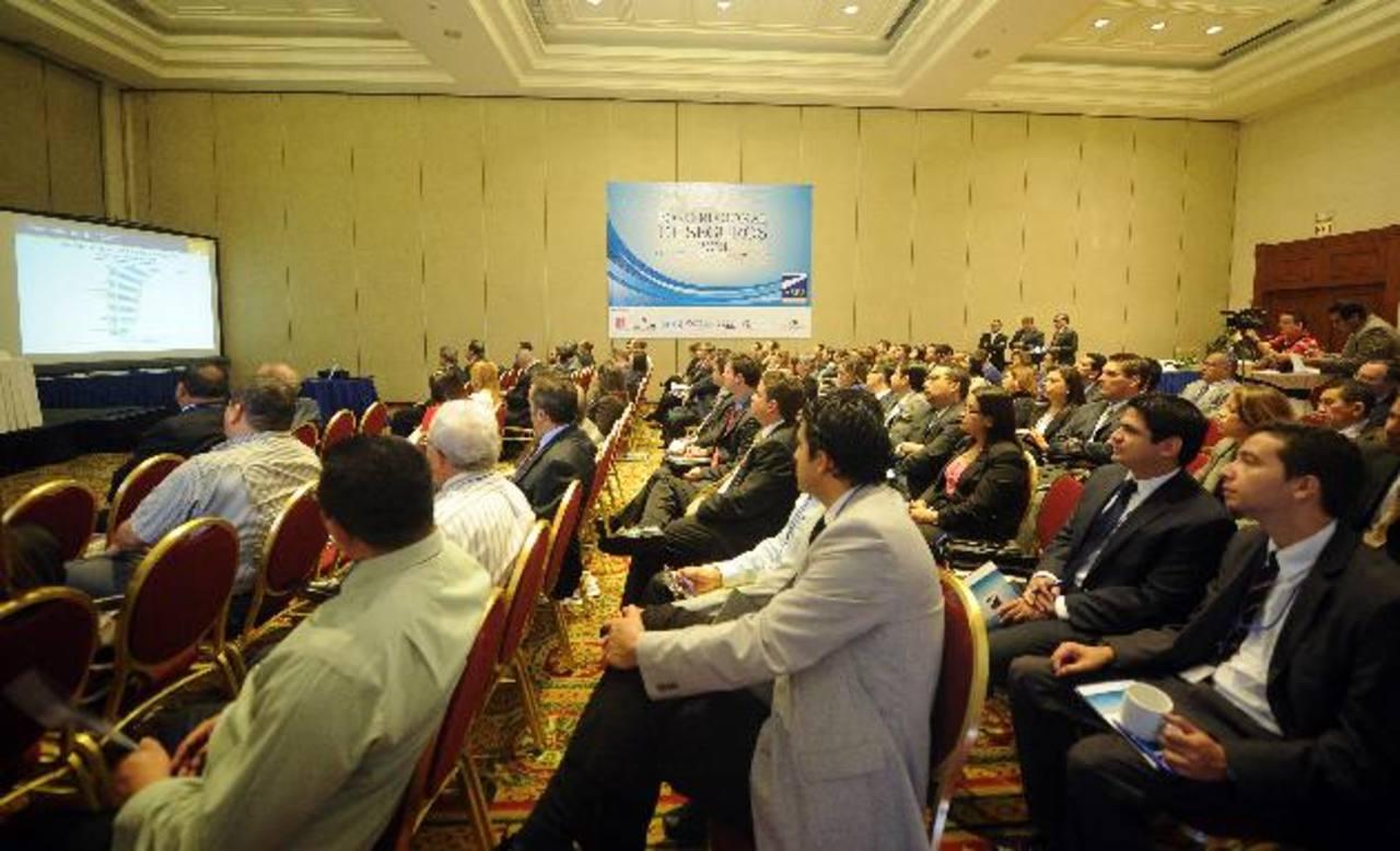 El foro contó con la participación de diversos representantes nacionales y regionales de la industria. Foto edh / marlon hernández