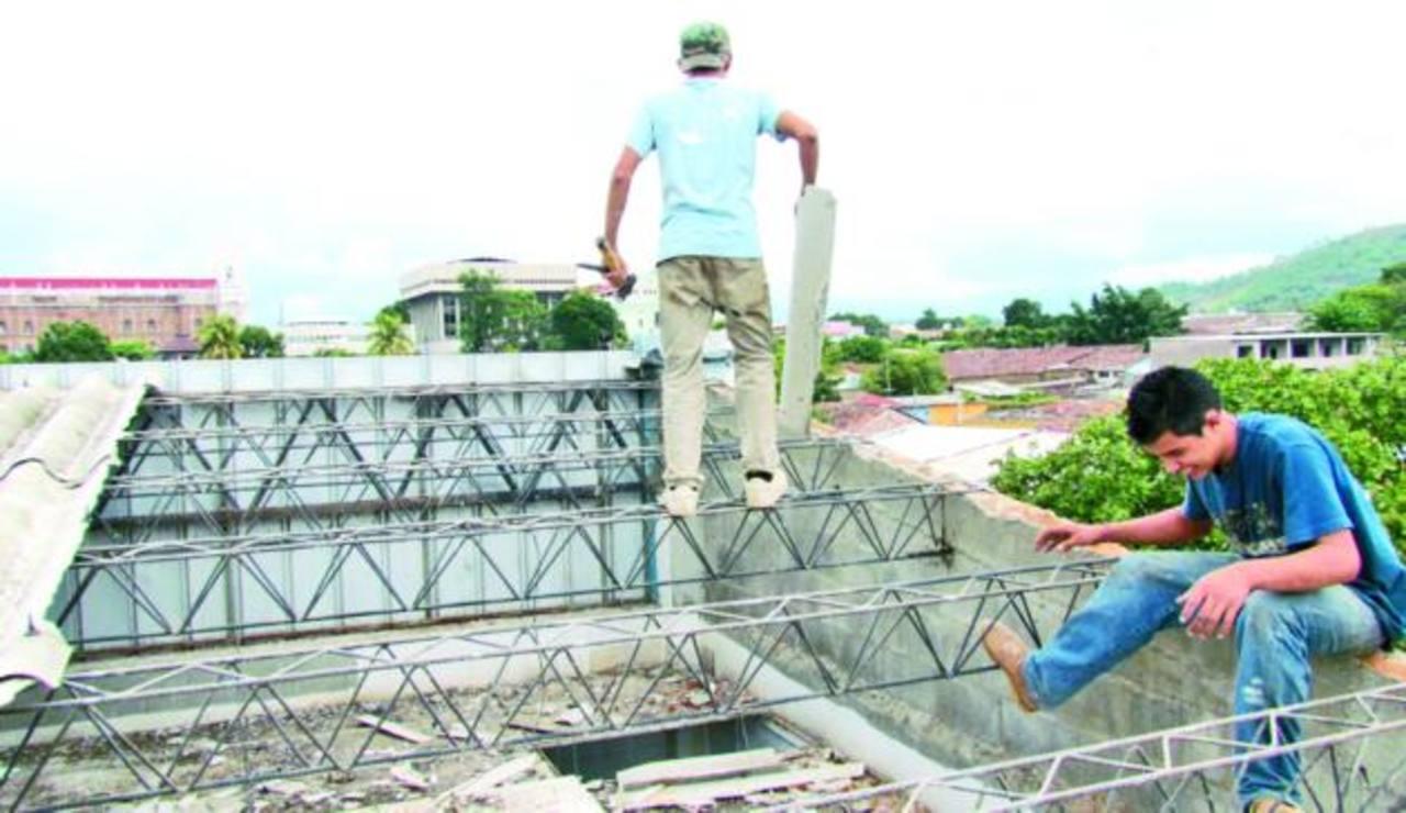 Por cinco años se gestionó la reparación del techo de la escuela. Foto EDH / Mauricio Guevara
