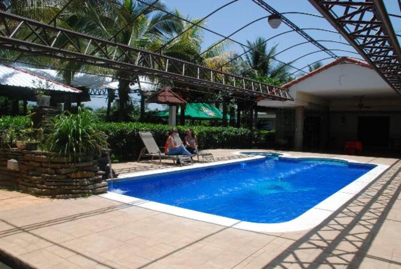 Actualmente sólo hay una piscina; pero las proyecciones es que construirán otra más amplia. Foto EDH / CRISTIAN DÍAZ