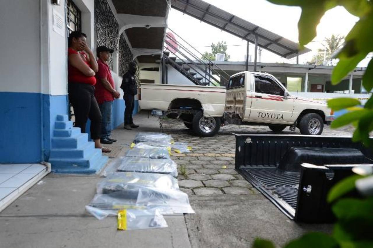 No llevar licencia de conducir delató a una pareja que llevaba droga en el vehículo, en Colón. Foto EDH / Mauricio Cáceres