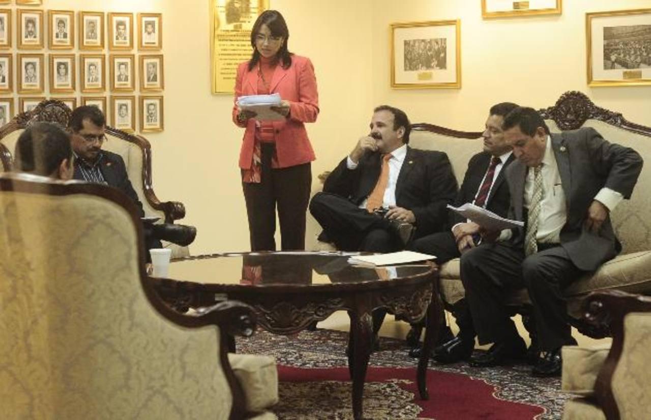 La comisión especial que investiga caso Cel-Enel se reunió ayer durante el pleno para reformar informe. Fotos EDH / Jorge reyes
