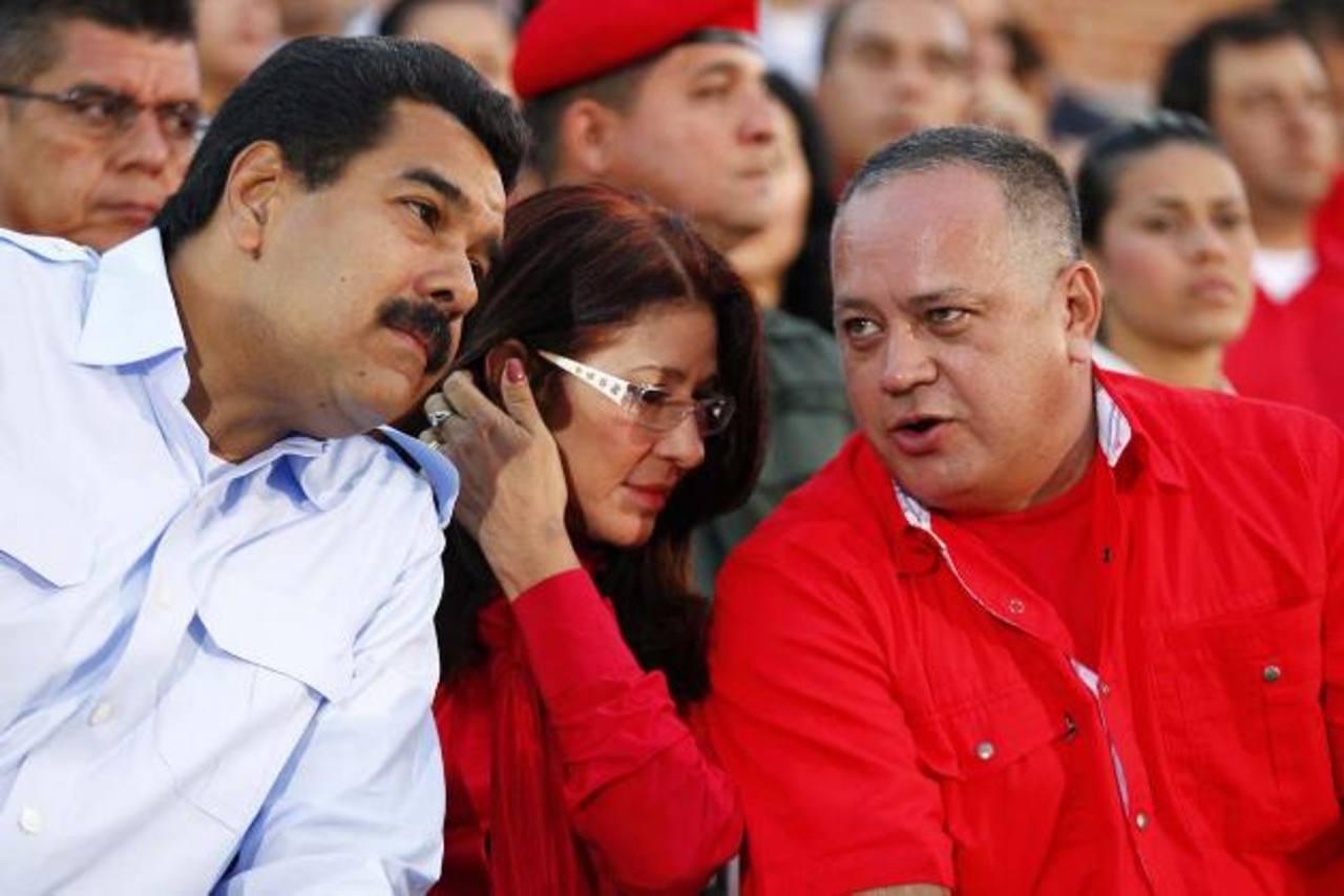 Izquierda a derecha, el gobernante Nicolás Maduro, su esposa Cilia, y el presidente de la Asamblea Diosdado Cabello. foto edh / archivo