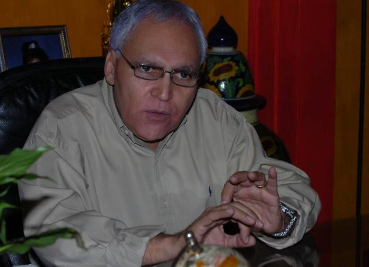 """Lisandro Pohl, presidente de Alianza, estuvo en Radio 102nueve, en el programa """"El Desempate"""". Foto EDH / julio pinto"""