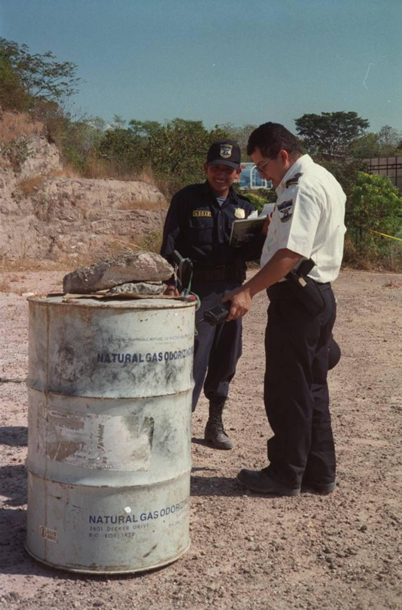 Los barriles de tóxico se encuentran en San Luis Talpa.