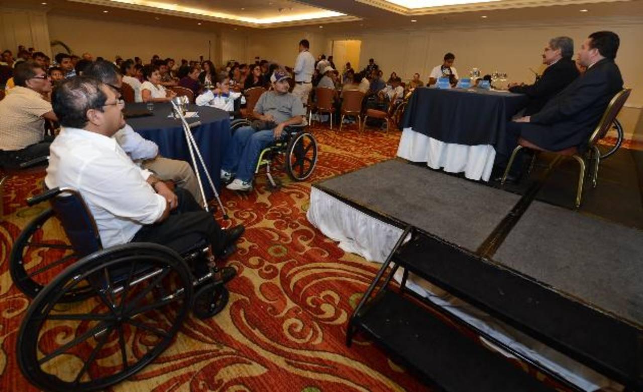 Al conversatorio asistieron más de 100 representantes de organizaciones y fundaciones que trabajan en pro de los derechos de personas con discapacidad. foto edh / mauricio Cáceres