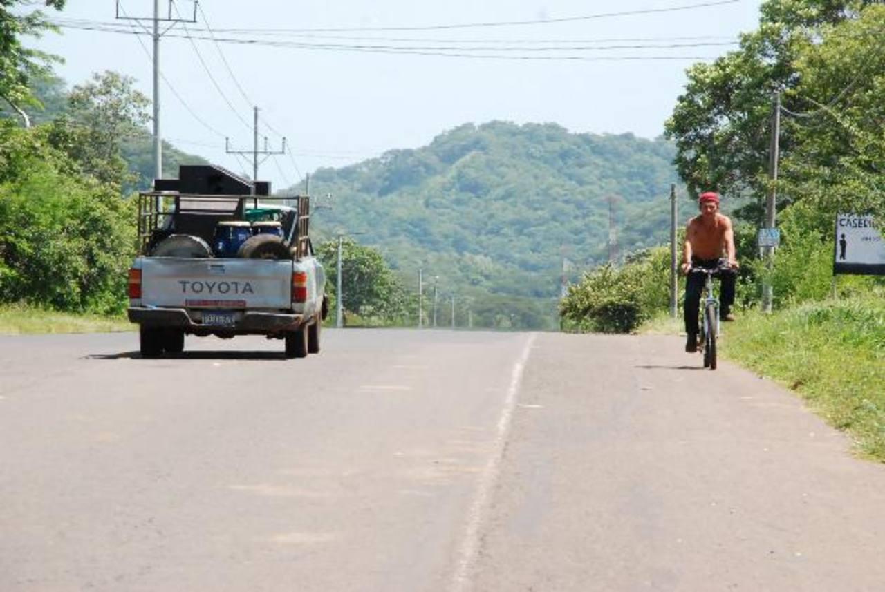 En la carretera hacia Conchagua, La Unión, también se registran diferentes asaltos. Foto EDH / Archivo