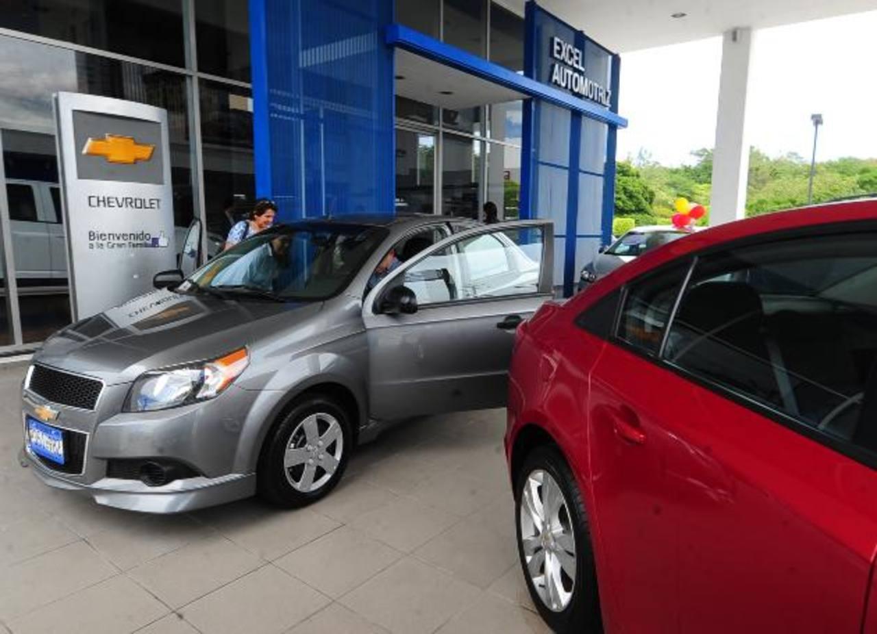 Las mayores facilidades para compra de vehículo ha estimulado al sector. Foto EDH / archivo