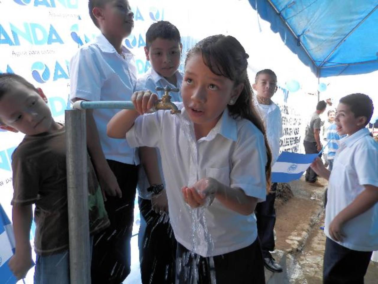 Los 214 alumnos del centro escolar Las Colinas serán beneficiados con el suministro de agua potable. Foto EDH / milton jaco