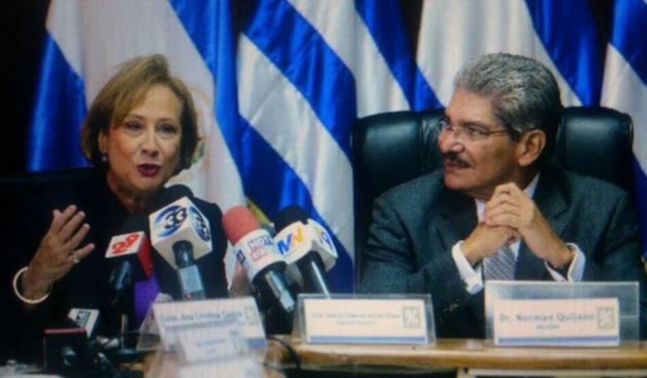Norman Quijano presentó ayer por escrito el permiso para ausentarse en sus funciones como alcalde de San Salvador. foto edh