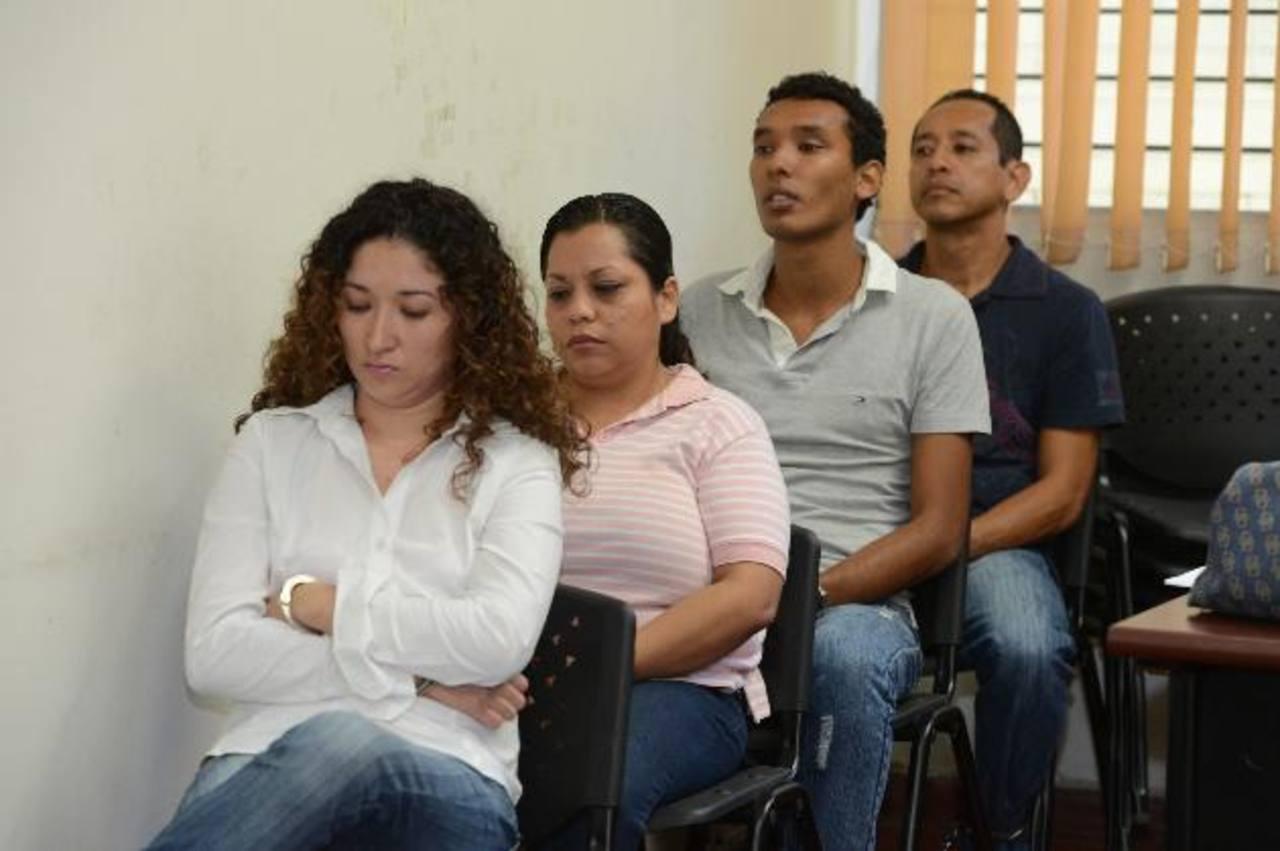 Los imputados evitaron dirigirse la palabra o cruzarse las miradas durante la audiencia realizada ayer. Foto EDH / Mauricio Cáceres.