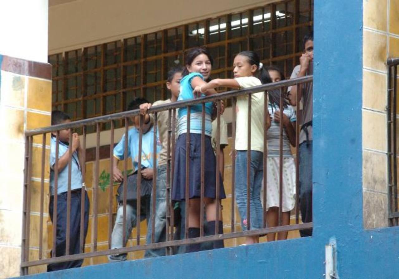 Escuelas enfrentan muchas necesidades de recursos didácticos, equipo y mobiliario escolar. Foto edh / ARCHIVO