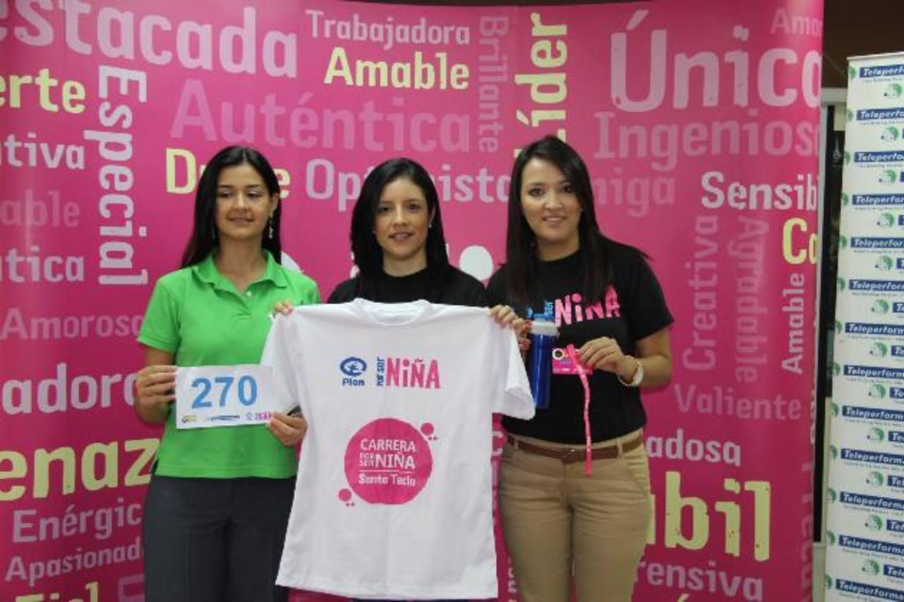 Gabriela Rodríguez, Carmen Elena Alemán y Diana Rosa invitaron a los salvadoreños al evento. foto edh / cortesía
