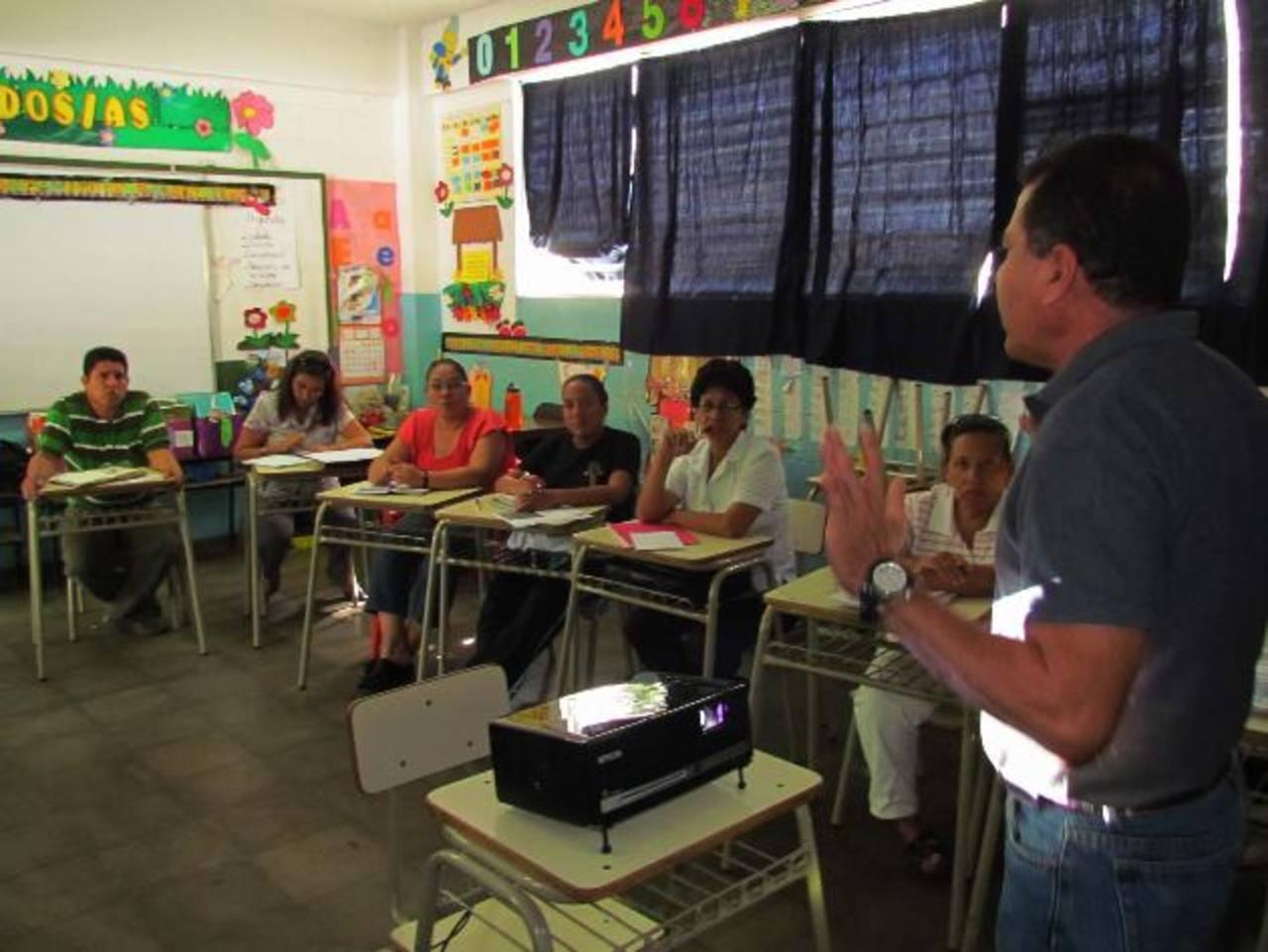 Toda la comunidad educativa participa en la pausa. Fotos EDH / MAURICIO Guevara