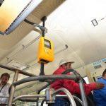 La ruta 102 bus realiza el cobro del pasaje en las dos modalidades, con tarjeta y en efectivo. La mayoría de usuarios paga en efectivo. fotos edh / omar carbonero