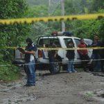 En el cantón Arenales, Cuscatancingo, fue hallado el cadáver de un hombre, envuelto en sábanas. Foto EDH / Lissette Monterrosa