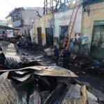 Los escombros fueron removidos a lo largo del pasaje Colombina, en el centro capitalino, para que las autoridades de Medicina Legal pudieran recuperar los cadáveres de las víctimas. Fotos EDH / Mauricio Cáceres