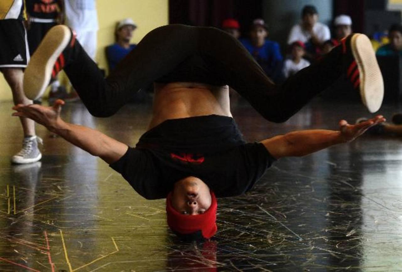 """Los B-boys asistentes realizaron sus mejores destrezas en el campeonato regional organizado por """"All the Way Live"""". Se reunieron grandes exponentes del break dance centroamericano."""