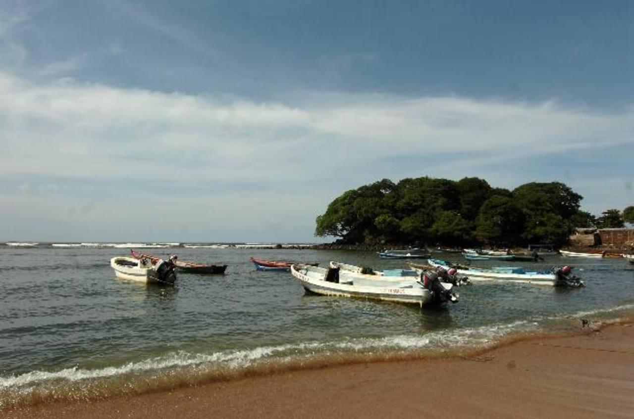 Esta playa de arena coralina, casi blanca, es única en la región. Se ha denominado como área protegida.