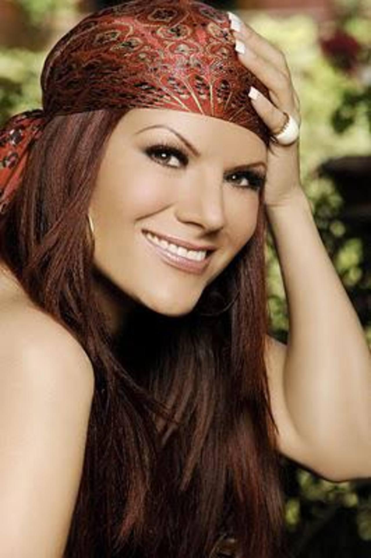 La cantante mexicana aclara que en ningún momento ha pretendido ocupar el lugar de Jenni Rivera. Foto EDH / Internet