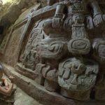 Encuentran espectacular escultura maya en Guatemala