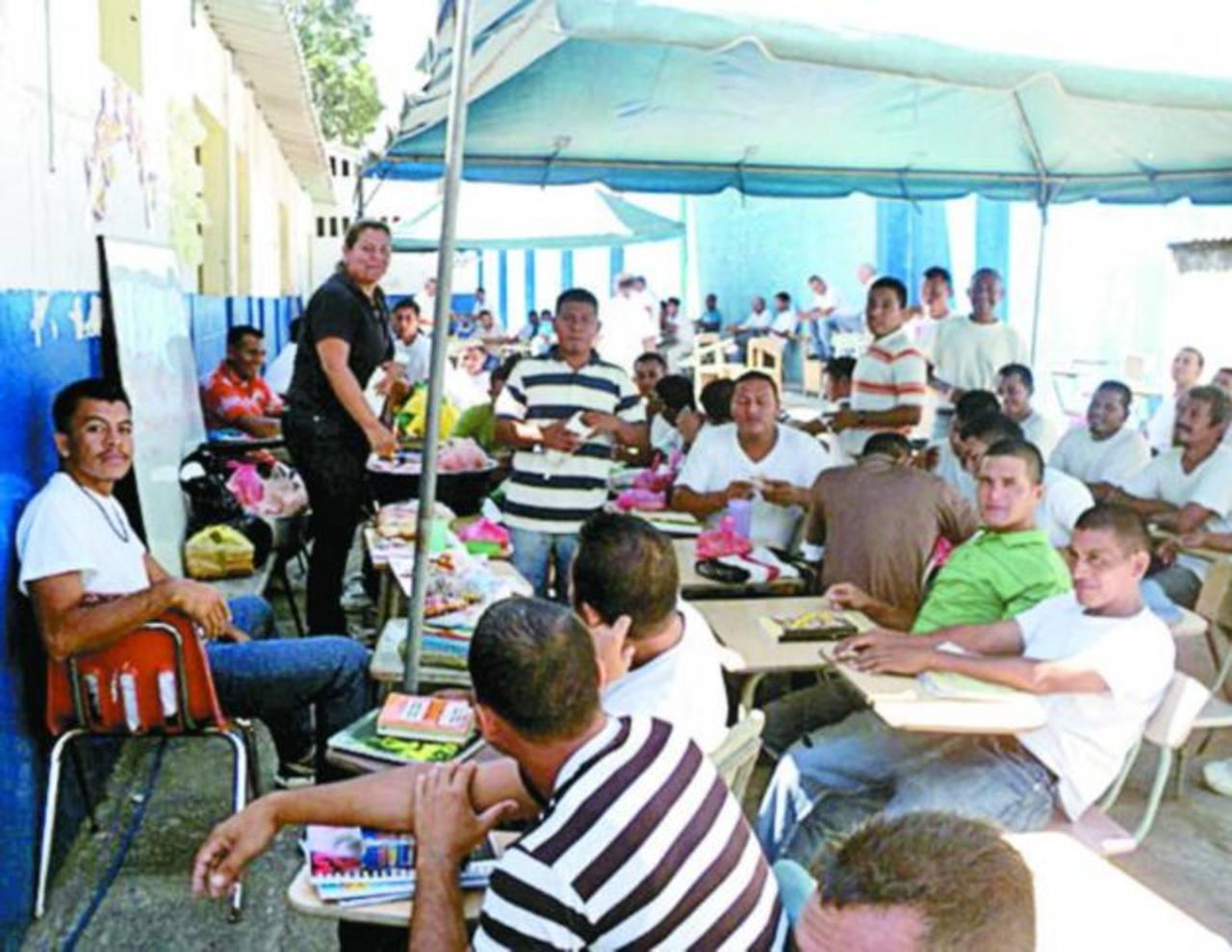 El número de internos matriculados en la escuela supera la cantidad límite de las instalaciones. Foto EDH / Milton jaco