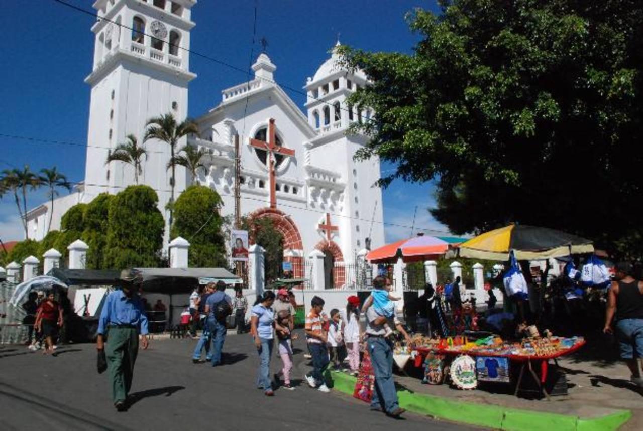 Uno de los principales objetivos de la municipalidad es promover el turismo nocturno en la ciudad. Foto EDH / archivo